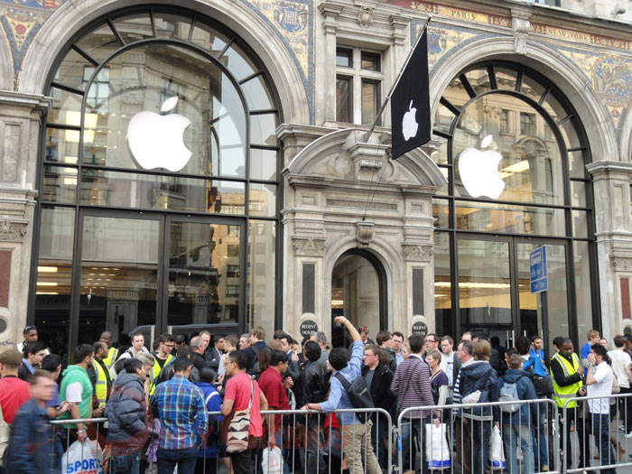 Apple iPad 2 In UK, Videos From Launch Day