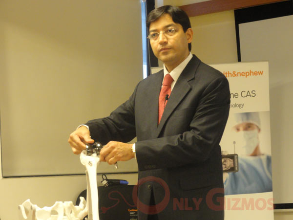 Dr Arun Mullaji Showing Now A Knee Replacement Works